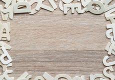 Alfabeto de ABC de la visión superior en el fondo de madera Imágenes de archivo libres de regalías