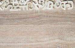 Alfabeto de ABC de la visión superior en el fondo de madera Fotos de archivo libres de regalías
