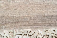 Alfabeto de ABC de la visión superior en el fondo de madera Foto de archivo libre de regalías