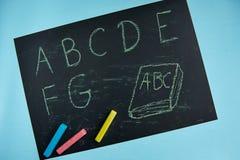 Alfabeto de ABC, pizarra, escritorio de la escuela Fotos de archivo libres de regalías