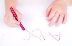Alfabeto de la escritura del niño de la edad de Prechool Fotos de archivo libres de regalías