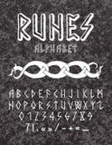 Alfabeto dibujado mano rúnica del estilo imagenes de archivo