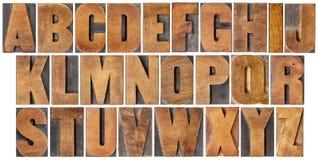 Alfabeto do vintage ajustado no tipo de madeira Imagens de Stock