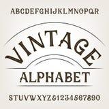 Alfabeto do vintage Fonte de vetor afligida retro do alfabeto Letras e números tirados mão ilustração royalty free