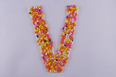 Alfabeto feito de Sugar Coated Colorful Fennel Seeds imagens de stock royalty free