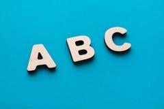 Alfabeto hecho de letras de madera Imagen de archivo