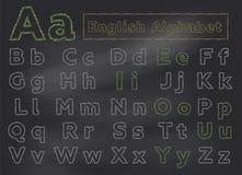 Alfabeto inglés de la tiza en la pizarra de la escuela Cartas drenadas mano Imagenes de archivo
