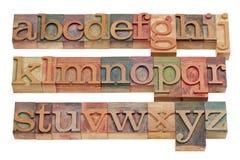 Alfabeto inglés en el tipo de madera de la prensa de copiar Imagenes de archivo