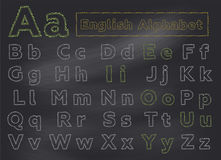 Alfabeto inglês do giz no quadro da escola Letras desenhadas mão Imagens de Stock