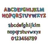 Alfabeto latino coloreado Fuente del ` s de los niños en estilo lindo de la historieta Letras mayúsculas y mayúsculas y números Imagenes de archivo