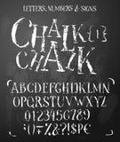 Alfabeto latino dei caratteri tipografici con grazie del gesso nello stile di lerciume fotografia stock libera da diritti