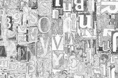 Alfabeto, letras y números blancos y negros como fondo fotos de archivo