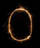 Alfabeto O da luz do fogo de artifício do chuveirinho na noite Fotos de Stock Royalty Free