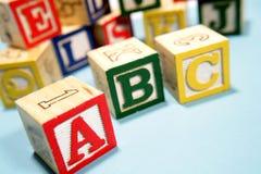 Alfabeto que aprende bloques Imagenes de archivo