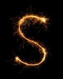 Alfabeto S da luz do fogo de artifício do chuveirinho na noite Fotos de Stock Royalty Free