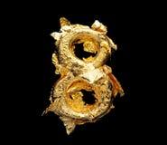 Alfabeto y números en hoja de oro áspera imagen de archivo