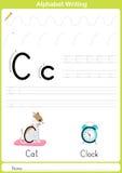 Alfabeto A-Z Tracing Worksheet, ejercicios para los niños - A4 de papel alistan para imprimir Foto de archivo libre de regalías