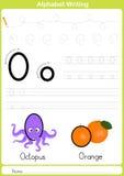 Alfabeto A-Z Tracing Worksheet, esercizi per i bambini - carta A4 pronta a stampare Fotografie Stock Libere da Diritti
