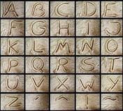 Alfabetos en la arena Imágenes de archivo libres de regalías