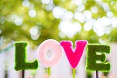 Alfabetos l, o, v, e el amor de la palabra para la decoración muestras del día de San Valentín y de la luna de miel del dulce fotografía de archivo libre de regalías
