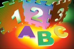 Alfabetos y rompecabezas del número imágenes de archivo libres de regalías