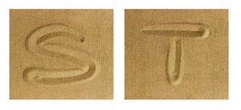 AlfabetS-T på sand Arkivfoton