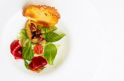 Alfaces misturadas da salada com queijo de cabra Fotos de Stock Royalty Free