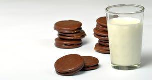 alfajores et lait Photographie stock libre de droits
