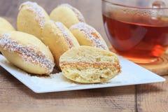 Alfajores kakor med dulce de leche och kokosnöt Royaltyfri Bild