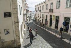 Alfama-Bezirk in Lissabon Stockfotos