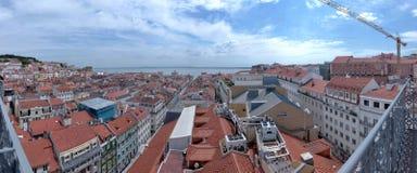 Alfama den gamla fjärdedelen av Lissabon, Portugal fotografering för bildbyråer