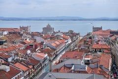 Alfama den gamla fjärdedelen av Lissabon, Portugal royaltyfria foton