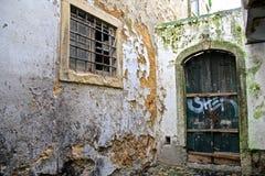 Alfama - det äldsta området av Lissabon Arkivfoton