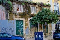 Alfama - det äldsta området av Lissabon Arkivfoto