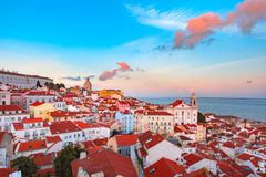 Alfama en la noche, Lisboa, Portugal Foto de archivo libre de regalías
