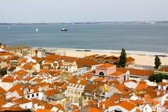 Alfama forntida Lissabon, flod, skepp Fotografering för Bildbyråer