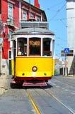 alfama Lisbon tramwajowy kolor żółty Fotografia Stock