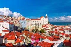 Alfama op een zonnige middag, Lissabon, Portugal royalty-vrije stock afbeelding