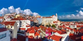Alfama op een zonnige middag, Lissabon, Portugal royalty-vrije stock foto's