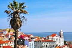 Alfama und der Tajo in Lissabon, Portugal Lizenzfreie Stockfotografie