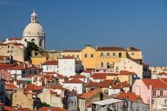 alfamaområdeslisbon portugal sikt arkivbilder