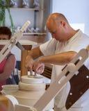Alfarero en fábrica de la porcelana de Herend en Hungría Fotografía de archivo libre de regalías