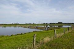 Alfhausen (Germania) - diga del Alfsee (Alf Lake) immagini stock