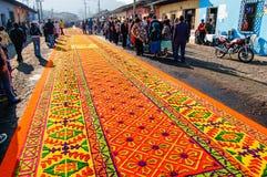 Alfombra adornada de la semana santa en Antigua, Guatemala Imagen de archivo libre de regalías
