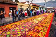 Alfombra colorida de la semana santa en Antigua, Guatemala Imagenes de archivo