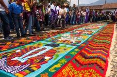 Alfombra colorida de la semana santa en Antigua, Guatemala Imágenes de archivo libres de regalías