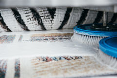 Alfombra de la limpieza de la máquina fotografía de archivo libre de regalías