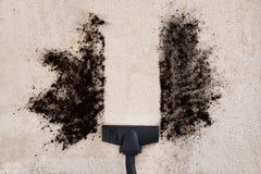 Alfombra de la limpieza del aspirador Imagen de archivo libre de regalías