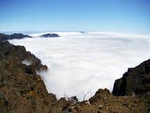 Alfombra de nubes en el La Palma de la isla imagen de archivo