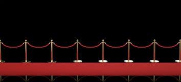 Alfombra roja con la barrera de la cuerda en fondo negro Fotos de archivo